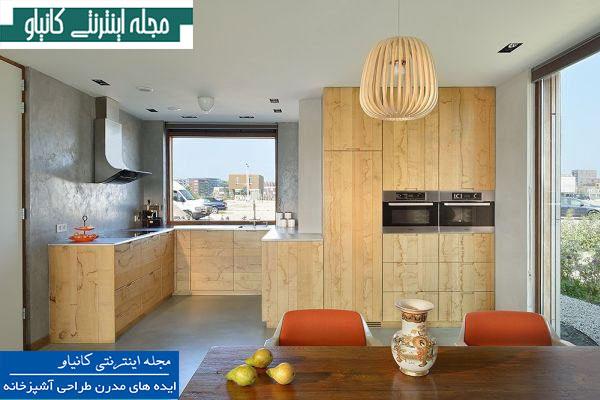 آشپزخانه کوچک مدرن دارای دیوارهای بتونی و مبلمان چوبی