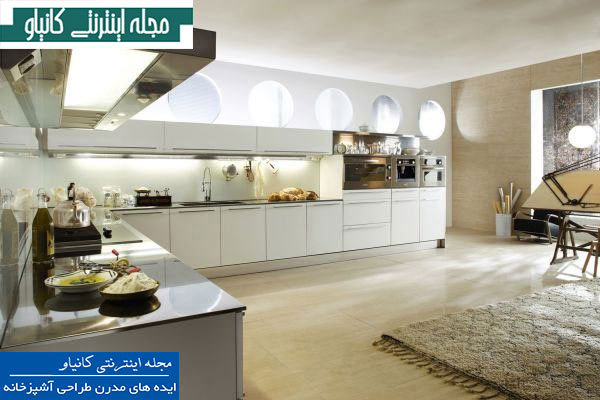 آشپزخانه ای بزرگ که دارای پنجره های گرد و طراحی آزاد
