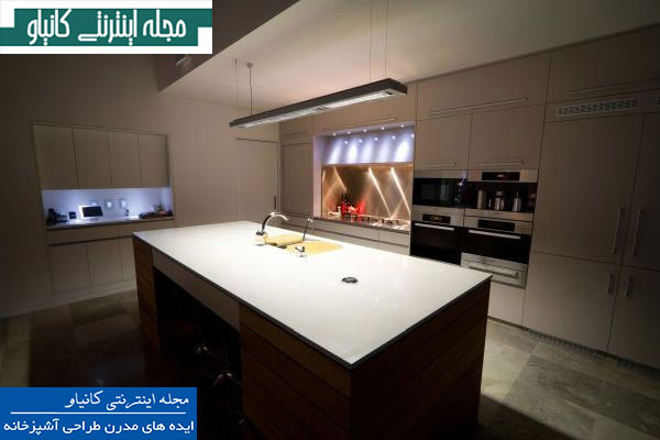 آشپزخانه مینیمالیستی با نور ظریف و فضای کار یکپارچه