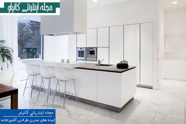 آشپزخانه و اتاق ناهار خوری مدرن دارای لوازم داخلی استیل